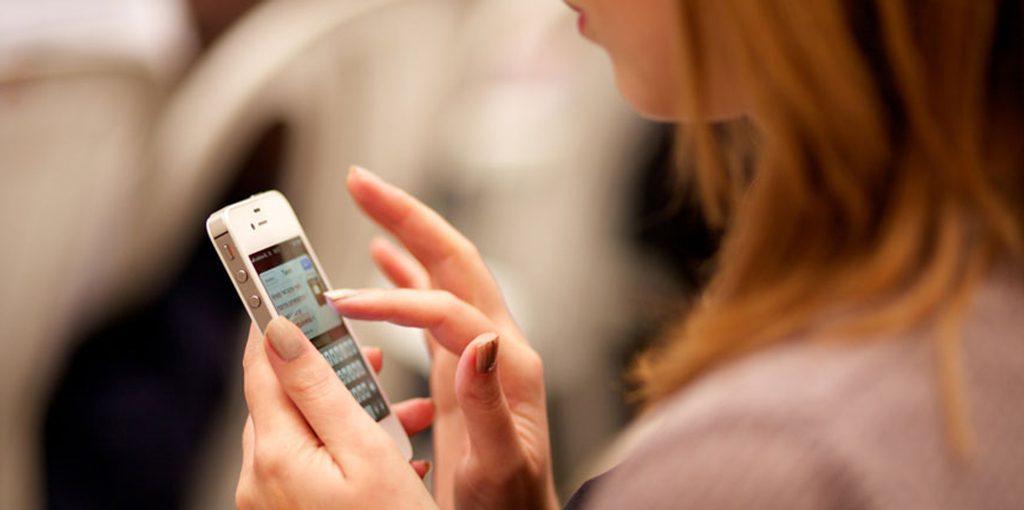 La información con aval científico, clave para combatir los bulos sobre el cáncer de mama en internet