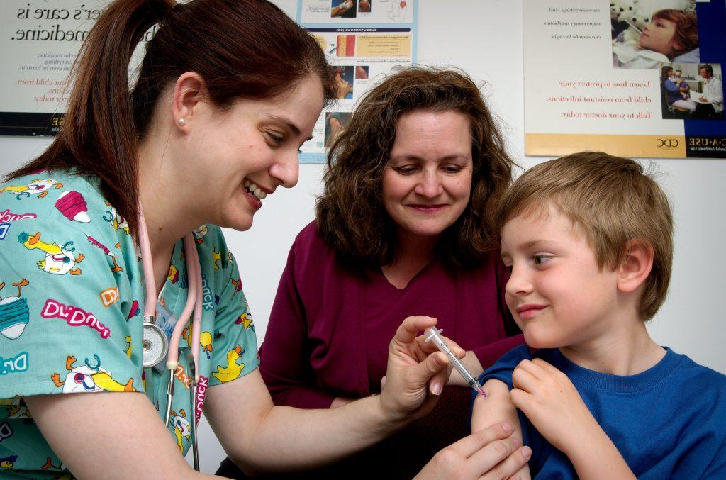 Mitos y bulos sobre las vacunas en niños e infancia